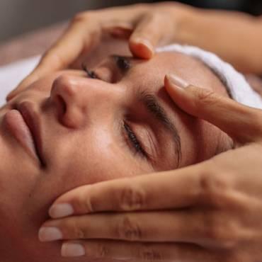 Masaje de Cara y Cuero Cabelludo Añadido