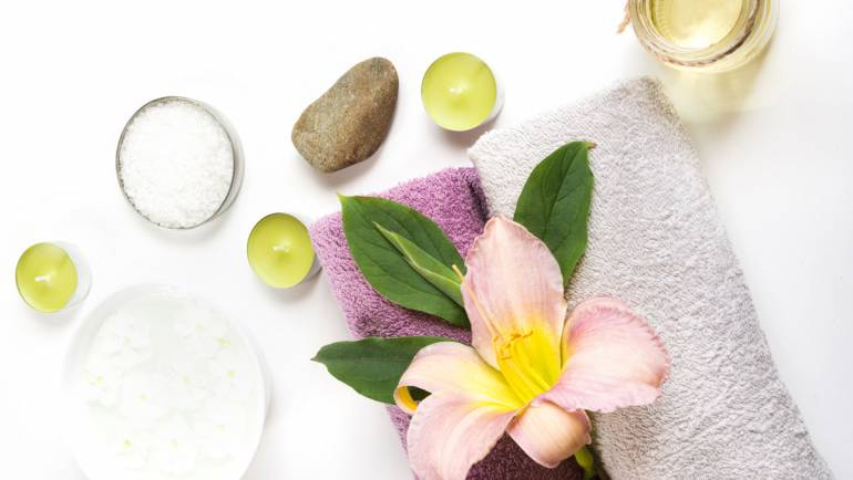 flower-towel-oils-candle-massage.jpg