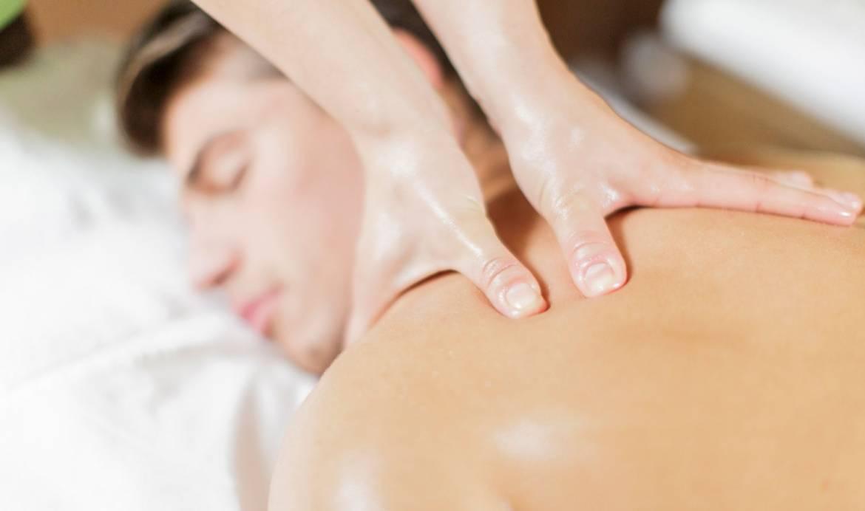 man-deep-tissue-massage-oil-shoulders.jpg