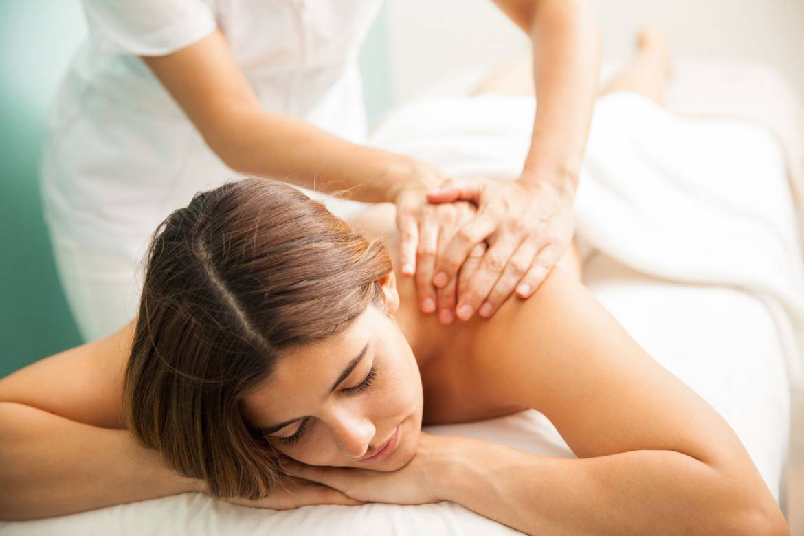 woman-massage-deep-tissue-santiago-chile.jpg